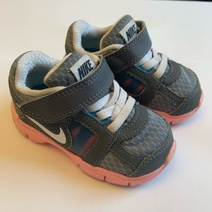 EUC Nike Toddler Sneakers 5c Gray & Pink